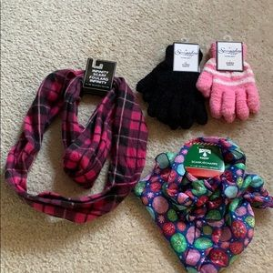 4/$20 NWT winter bundle scarves and gloves